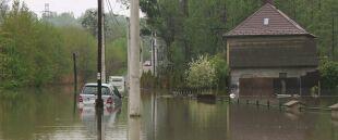 Samochody pod wodą, zalane posesje. Ulewy na południu Polski