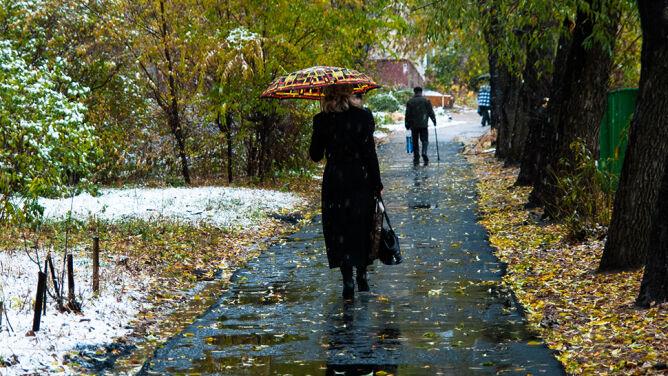 Prognoza pogody na dziś: silne porywy wiatru, miejscami deszcz ze śniegiem