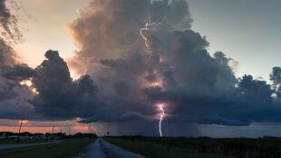 Burzowo w wielu regionach. Prognoza pogodowych zagrożeń IMGW